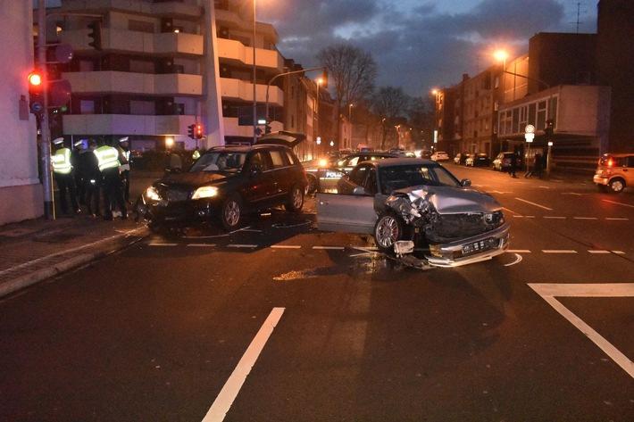 Hoher Sachschaden bei Verkehrsunfall