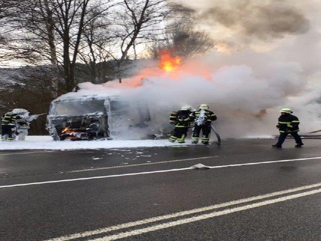 B41: Nach  LKW-Brand Vollsperrung der Bundestraße