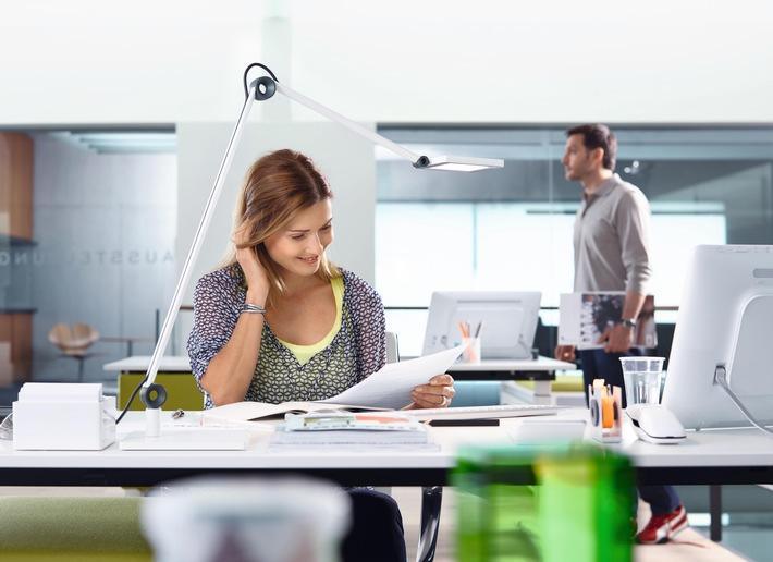 Sitzen macht krank: Die 5 besten Tipps gegen Rückenschmerz im Büro!