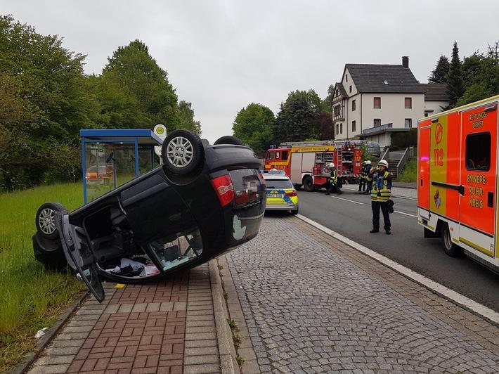 PKW überschlägt sich bei Verkehrsunfall