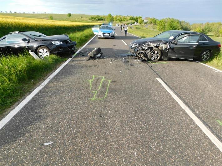 Junger Fahrer verursacht durch riskante Fahrweise Unfall mit schwerem Personenschaden