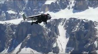 Mit 300 Sachen über die Dolomiten fliegen