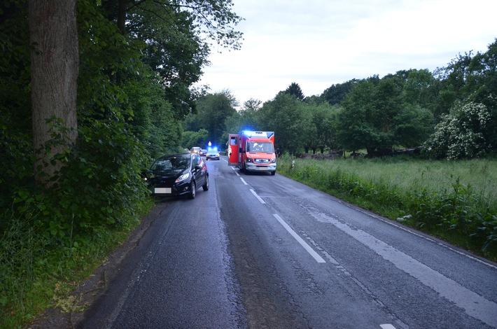 Verkehrsunfall mit Personenschaden – Weißer Mercedes auf falscher Fahrbahn unterwegs