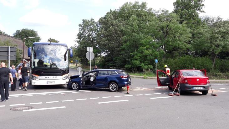 B191: Schwerer Verkehrsunfall mit Reisebus und mindestens einer schwerverltzten Person