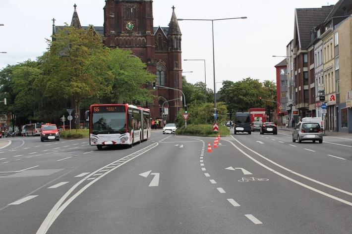 Bei schwerer Verkehrsunfall wurde 82- jährige Fußgängerin von Linienbus erfasst