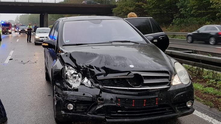 A535: Unfall mit drei Fahrzeugen und zwei Verletzten