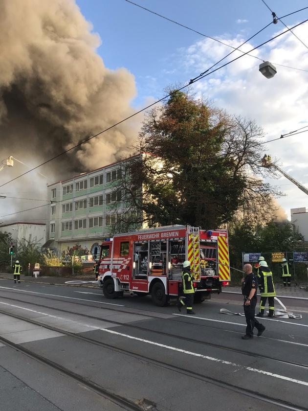 Feuer im Kristallpalast beim Weserpark