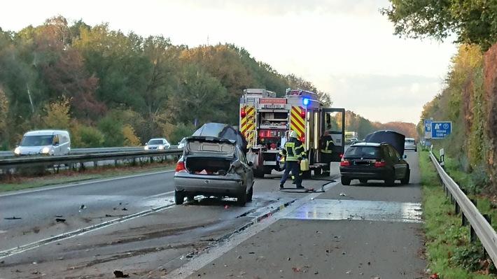 A3: Nach Unfall zwei Fahrzeuge schwer beschädigt