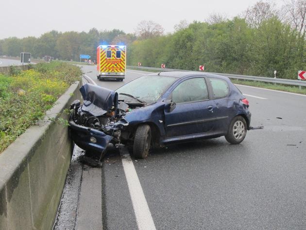 Unruhiger Feiertag für die  Feuerwehr: Unfall auf der A40 u. weitere Einsätze