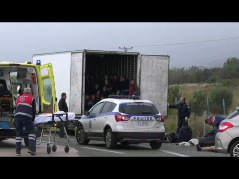 SCHLEUSER-LASTER: Dutzende Migranten in Lastwagen entdeckt