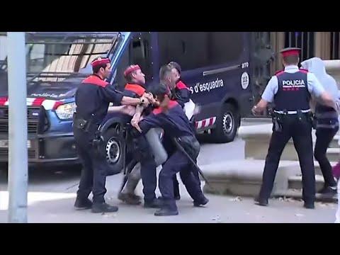 SPANIEN: Aufruhr nach mildem Urteil zu Gruppenvergewaltigung von Mädchen