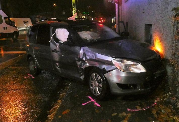 Rote Ampel missachtet – zwei Autofahrer schwer verletzt
