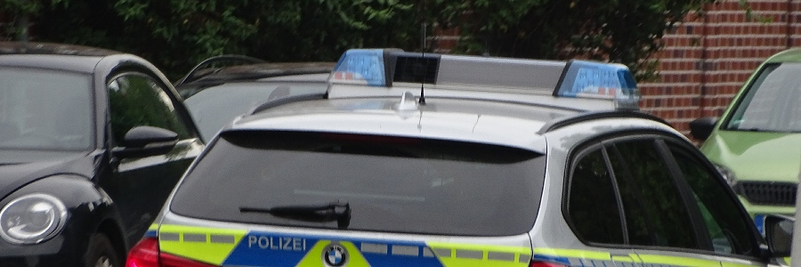 Begeleitendes Fahren:  Niederländische Autofahrerin bekommt Strafanzeige
