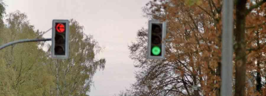 """Busfahrer fährt über """"rote Ampel"""" und gefährdet Fußgänger"""