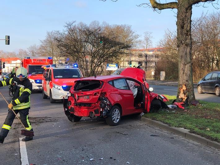 NRW: Schwerer Verkehrsunfall fordert eine leiht und eine schwer  Verletzte  Person