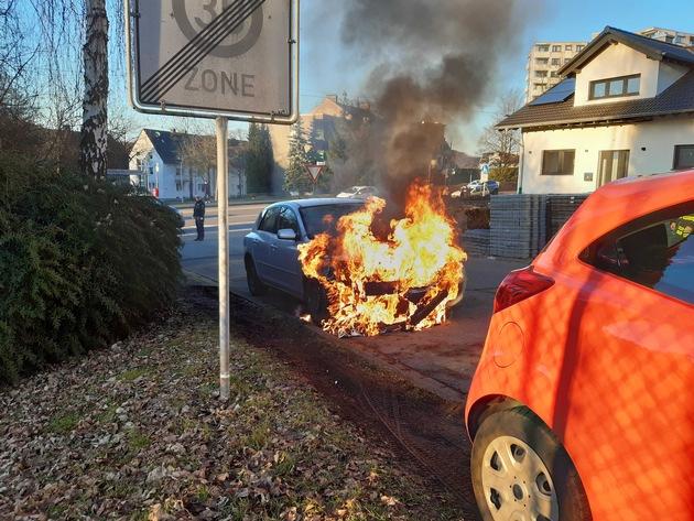 NRW: Motor bei PKW Brand völlig beschädigt