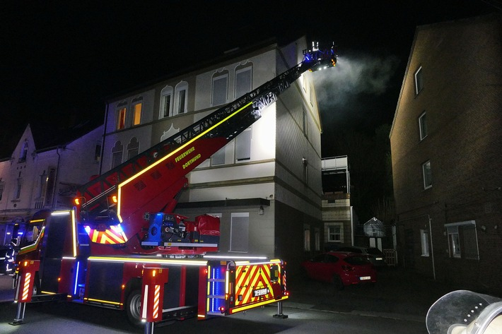 NRW: Starke Rauchentwickung im Dachgeschoss