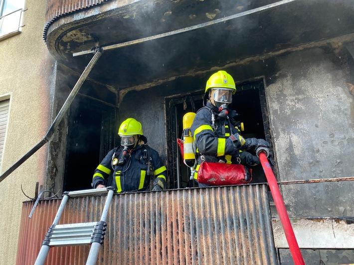 Hessen: Brand in einem Mehrfamilienhaus