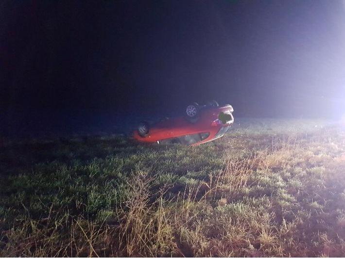 NRW: Fahrzeug überschlägt sich bei Unfall