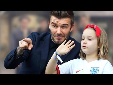 Harper Beckham – Neues Foto der ganzen Familie! Und sie zeigt sich im süßen Partnerlook mit Papa