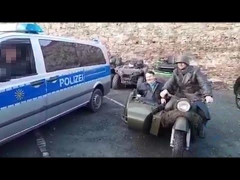 Sachsen: Mann verkleidet sich als Hitler