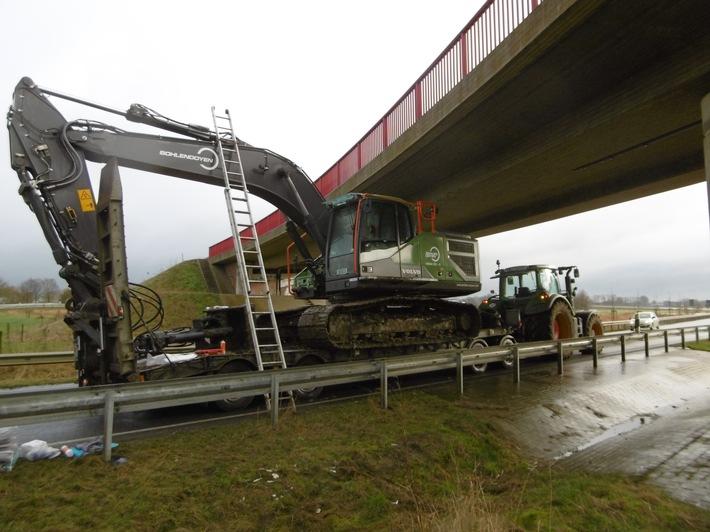 B212: Bagger rammt Brücke