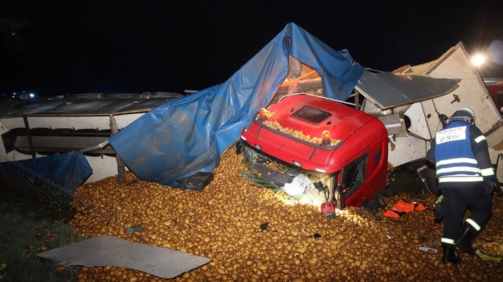 A43: Lkw mit Kartoffeln von der Fahrbahn abgekommen