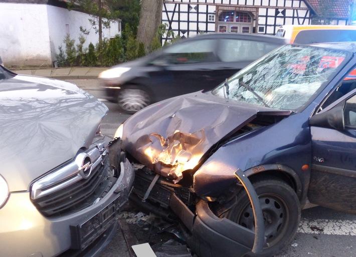 NRW: 21-Jähriger verletzt sich durch Kollision bei Überholmanöver schwer
