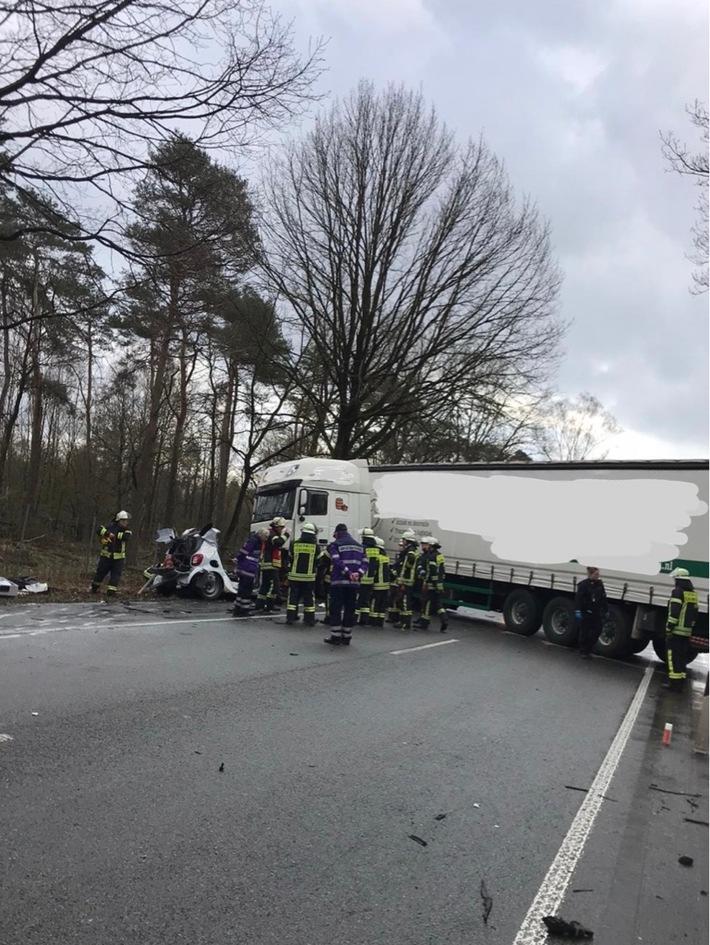 B224: Tötlicher Verkehrsunfall bei totalem zusammenprall
