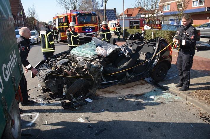 Jork: 57-jähriger Autofahrer bei Unfall schwer verletzt