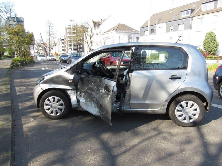 Hilden: Unfall mit hohem Sachschaden
