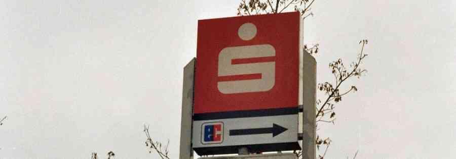 Mönchengladbach:  Überfall auf Sparkasse mit Schusswaffe