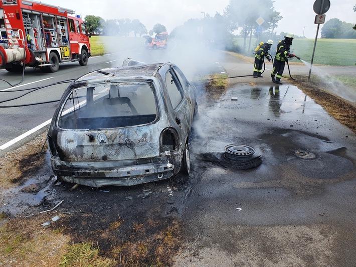 Schermbeck: PKW, Gasflasche und Busch brennen ab