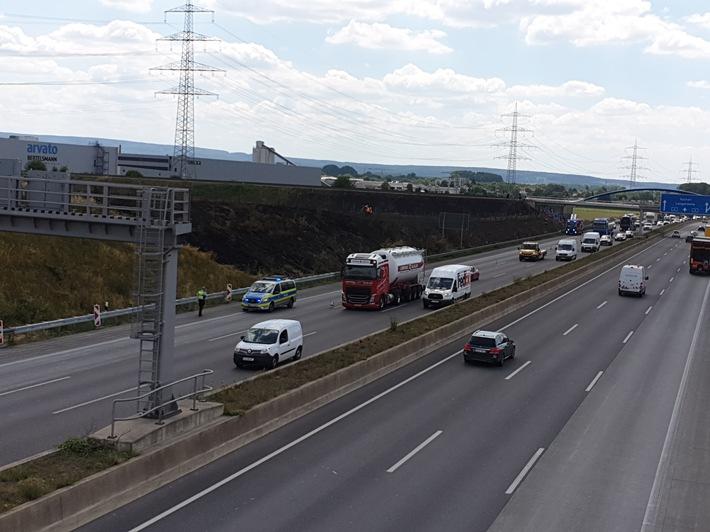 A4:  Stoppelfeld / Böschungsbrand an der Autobahn