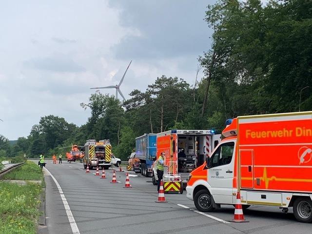 A3: LKW fährt auf Sicherungsfahrzeug auf un verursacht schweren Unfall