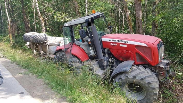 Schermbeck: Traktor fuhr mit Wasserfass in den Graben