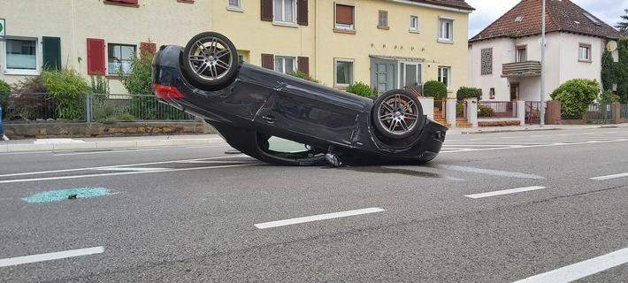 Landau: Auto bei Verkehrsunfall überschlagen