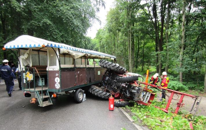 Mülheim an der Ruhr: Trecker mit Planwagen in Verkehrsunfall verwickelt