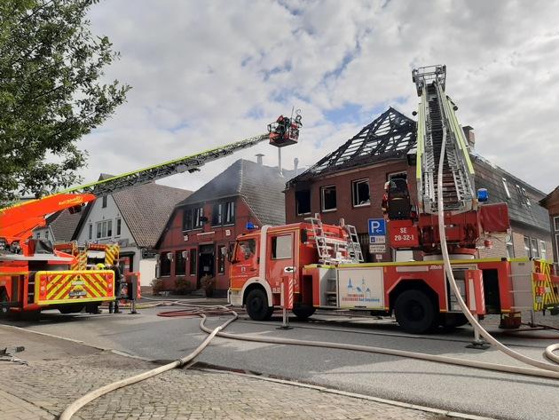 Bad Segeberg: Großfeuer zersört Wohnhaus in der Innenstadt