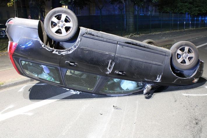 Hamm: Volvo landet nach Verkehrsunfall auf dem Dach