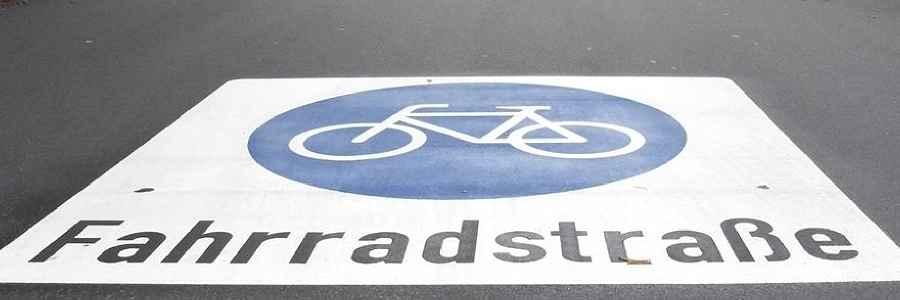 Verkehrsminister: Autofahrer sollen zugunsten von Radlern in Städten langsamer fahren