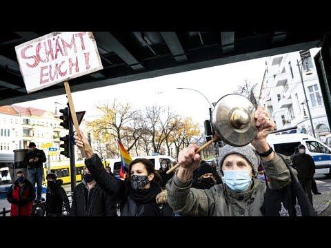 Mehrere Demos in Berlin: Lautstarker Protest gegen Corona-Kritiker