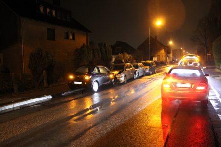 Minden: Vier Autos zusammengeschoben und zu Fuß geflüchtet