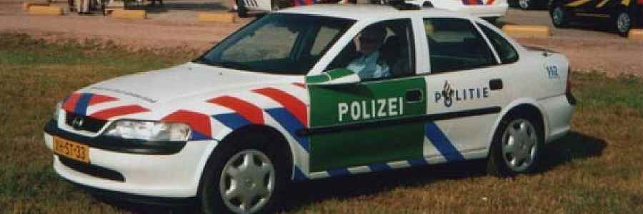 Fahrzeug fährt in Amsterdam in Gracht – Mordkommission ermittelt