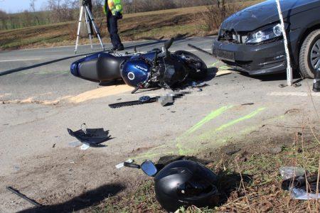 Witten: Frontalzusammenstoß zwischen Pkw und Motorrad