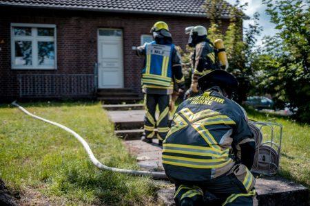 Hünxe: Dachstuhlbrand stellte sich als angebranntes Essen auf Herd heraus