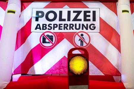 Keine Chance für neugierige Blicke – Polizeipräsidium Mittelhessen stellt mobile Sichtschutzwand vor