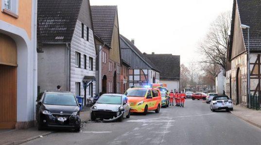 Höxter: Hoher Sachschaden bei Unfall
