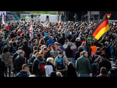 Angriffe auf Journalisten bei Querdenker-Demonstration in Stuttgart