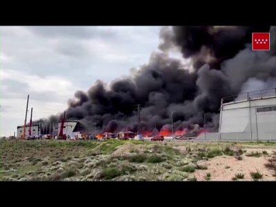 Spanien: Großbrand im Industriegebiet in der Nähe von Madrid